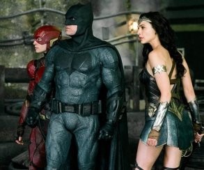 Бэтмен, Чудо-женщина иФлэш нановом фото «Лиги справедливости»
