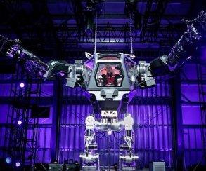 Смерть человекам! Глава Amazon протестировал огромного робота