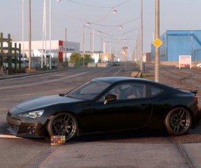 Найдите 10 отличий: скриншот из Need for Speed против фотографии