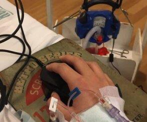Лежа на больничной койке, игрок помог своей команде выиграть турнир по League of Legends