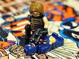Топ-модель по-русски: «Канобу» устраивает фотосессию LEGO-супергероям