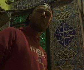 «По обе границы стоят войска». В новом клипе Коржа громят ближневосточный город