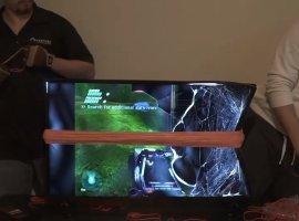 Ютуберы натягивают резинки нателевизор, пока ихдруг пытается пройти Halo. Жуткое зрелище!