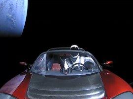 Tesla Roadster сманекеном Starman зарулем сделал первый оборот вокруг Солнца