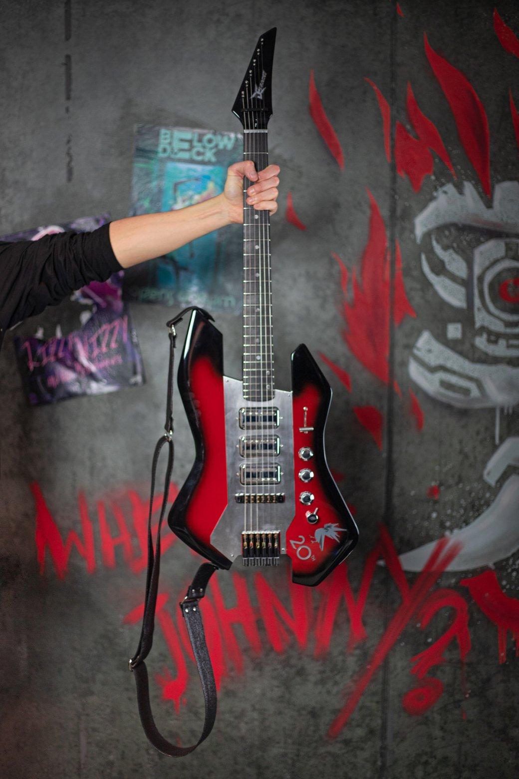 Киану Ривз подписал подарочную гитару для ветерана CDProjekt RED | - Изображение 0