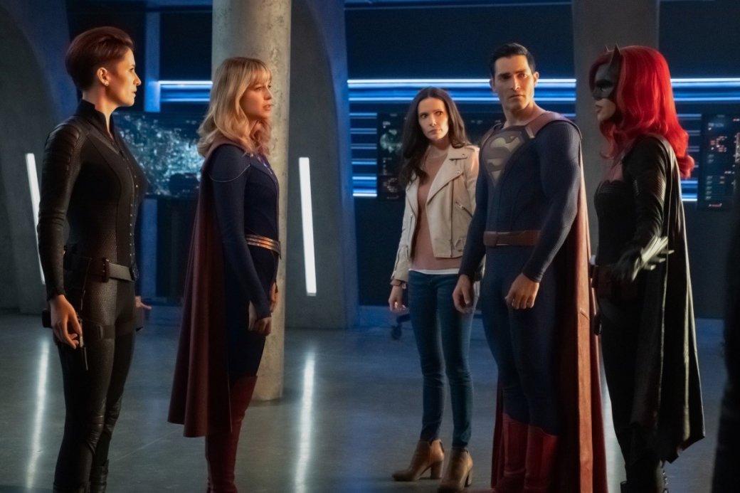 Супергерои собрались вместе на новых кадрах из «Кризиса на Бесконечных Землях»   Канобу - Изображение 4173