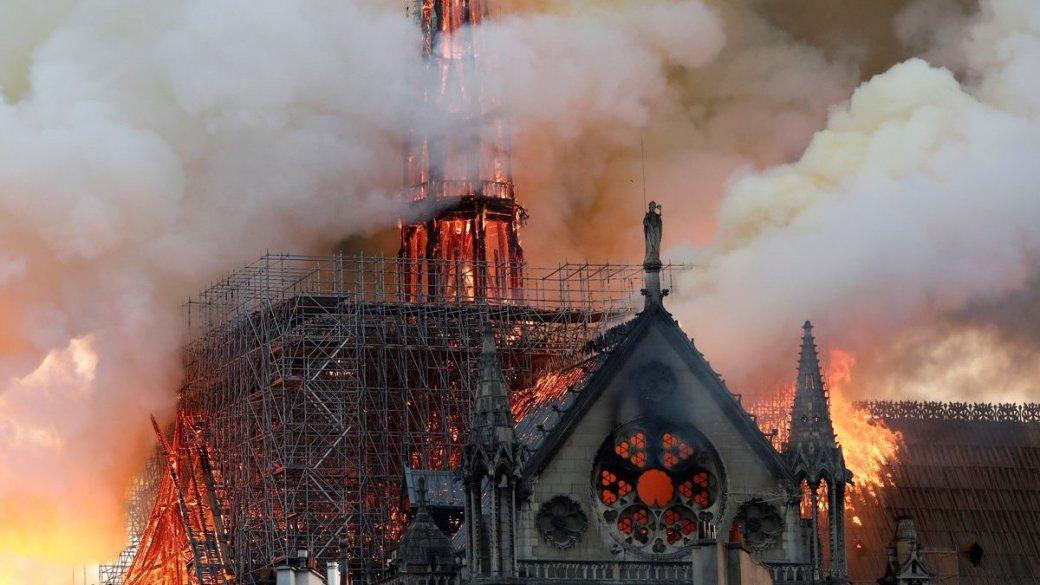 В Соборе Парижской Богоматери случился сильный пожар. Вот что об этом писали в сети | Канобу - Изображение 1