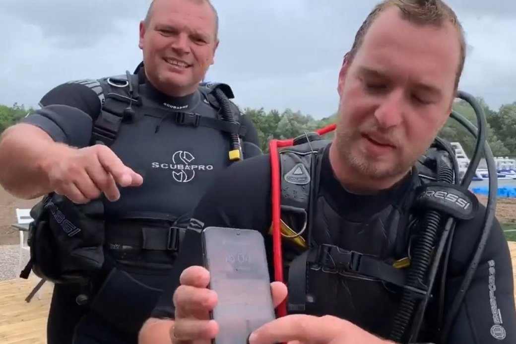Водолазы нашли надне озера работающий iPhone Xивернули его владельцу | Канобу - Изображение 1