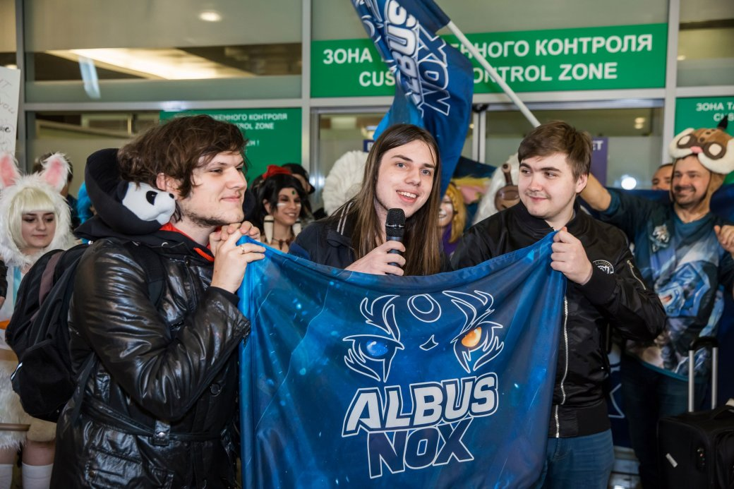 Фанаты встретили Albus NoX Luna в Шереметьево как героев | Канобу