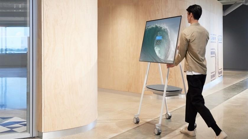Представлен Microsoft Surface Hub2S: огромный 50-дюймовый планшет наколесиках