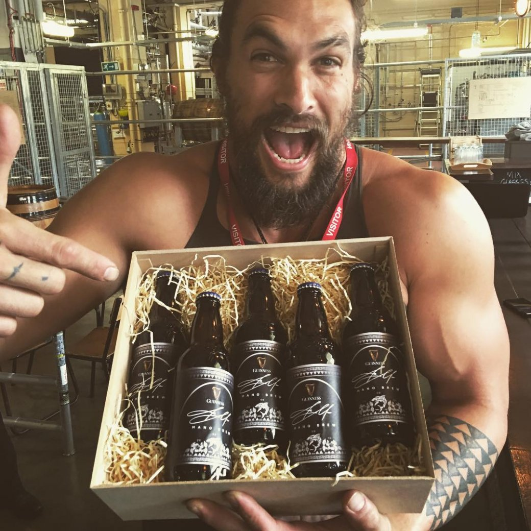 Аквамен купается в пиве: Джейсон Момоа получил свой сорт Guinness | Канобу - Изображение 7545